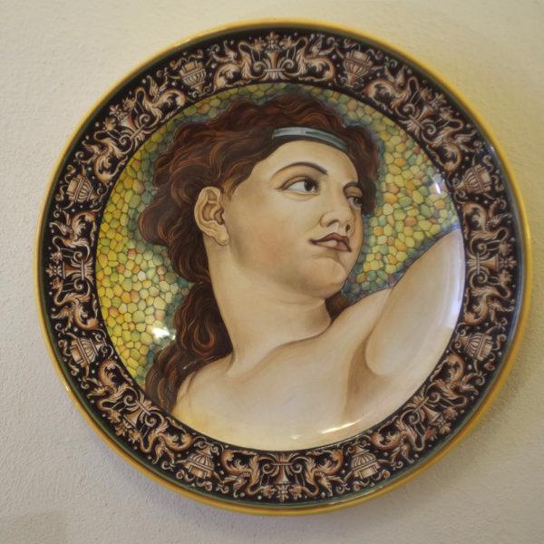 Piatto in ceramica Deruta. Cesare Margaritelli. Eva